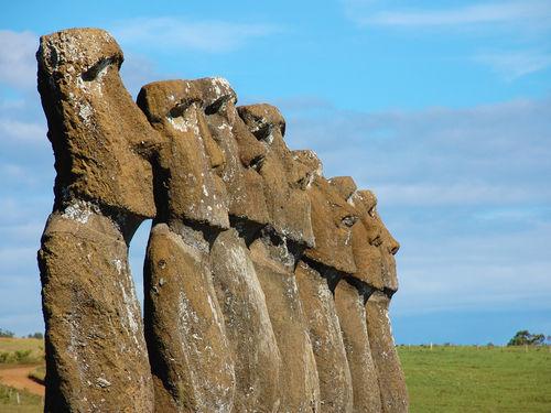 Resultado de imagen para easter island statues mystery