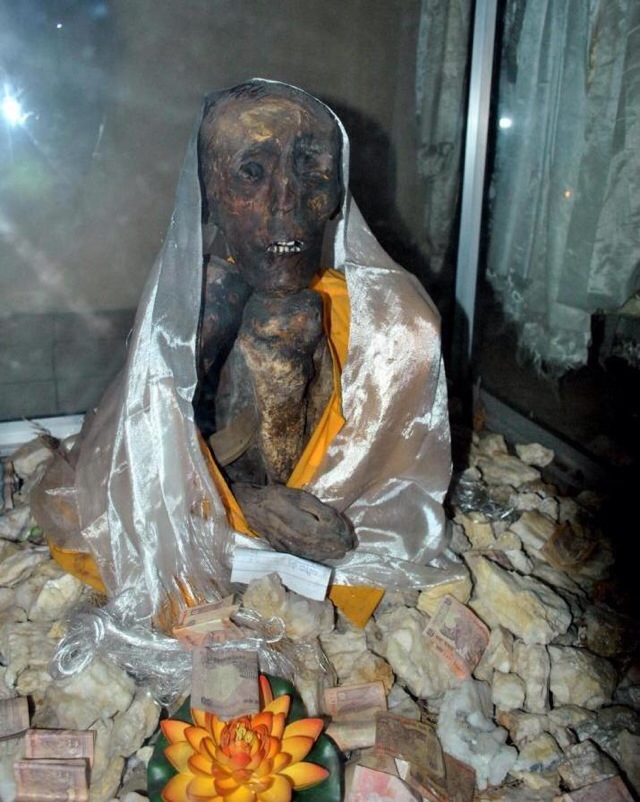 Mysterious Temples In World: Mystery Of The Mummy Of Sangha Tenzin, Himachal Pradesh