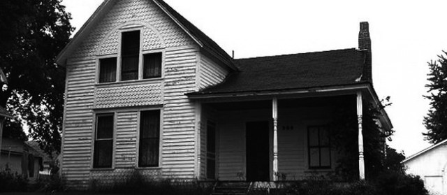 the villisca axe murders of 1912 In 1912, villisca, iowa was a flourishing town of 2500 residents  before one full  turn of the clock, eight people would be found axe-murdered in their beds:.