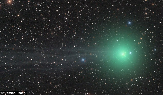Amazing green comet lights up sky
