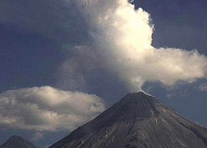 UFO hovering by erupting Mexican volcano