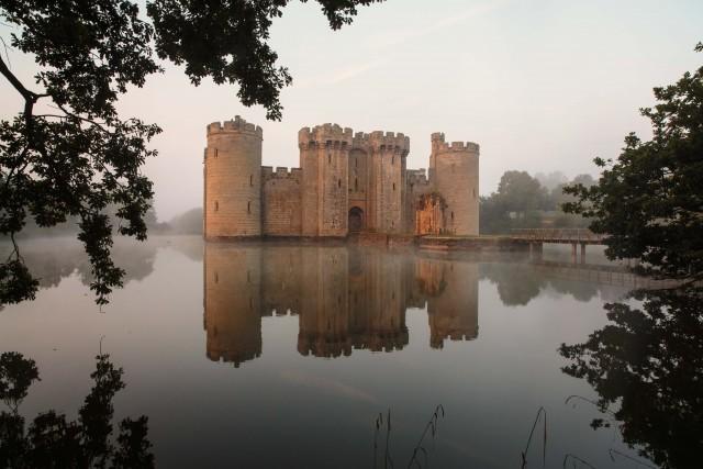 Bodiam Castle - haunted UK castle Coolinterestingstuff.com