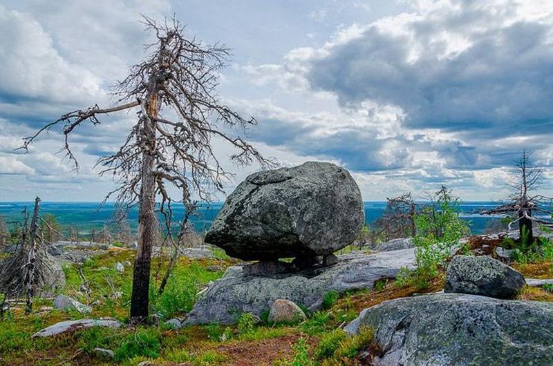 Mysterious  Boilders on Vottovaara Mountain