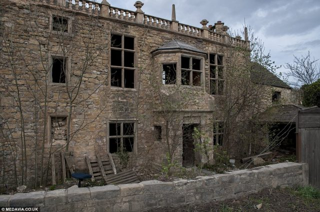 Mysterious abandoned 'doctor's house'