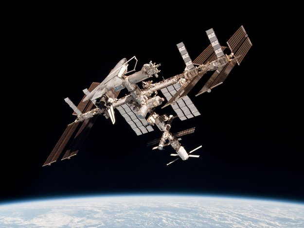 UFO: Cubic entity rotates around International Space Station