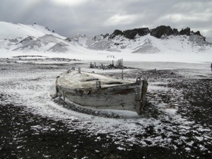 Mystery of the boat in the middle of Bouvet Island