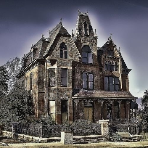 5 Incredibly Spooky Abandoned Mansions – Strange Unexplained
