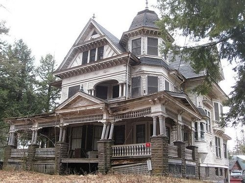 5 Incredibly Spooky Abandoned Mansions – Strange Unexplained Mysteries