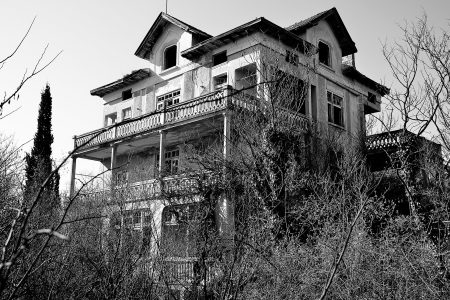 1129 Ridge Avenue, The most haunted house in America? Or a giant Hoax ?