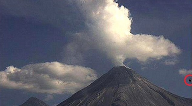 UFO seen hovering by erupting Mexican volcano