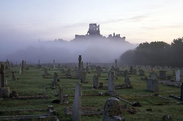 Haunted corfe castle UK Coolinterestingstuff.com