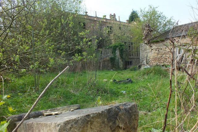 The strange and mysterious abandoned 'doctor's house' – Strange Unexplained Mysteries