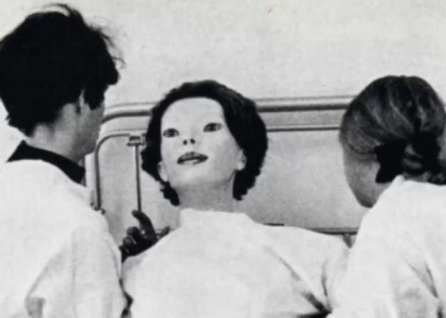 The strange and creepy legend of The Expressionless